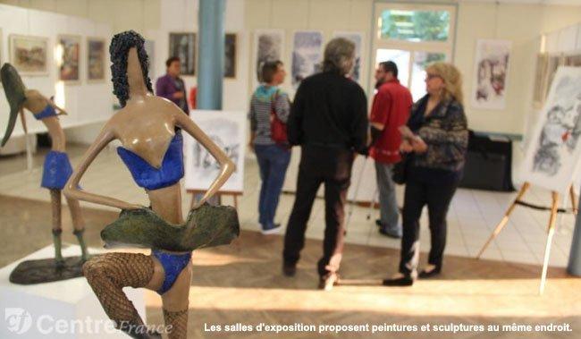 Les salles d'exposition proposent peintures et sculptures au même endroit.